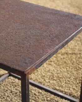 Hocker mit Stahlsitzfläche