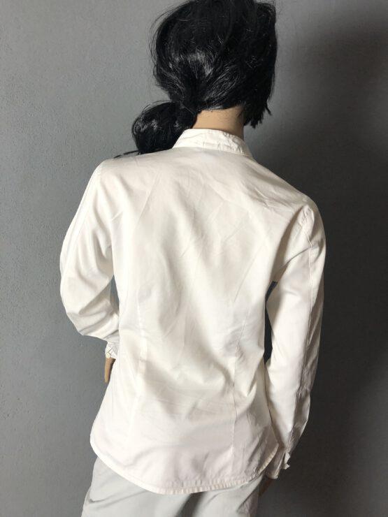 Rückenansicht weiße Damenbluse
