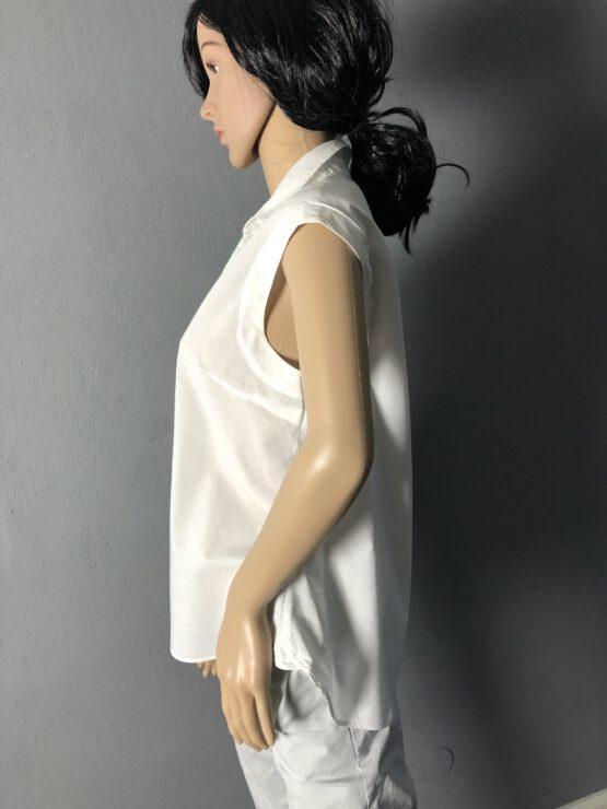 Seitenansicht ärmellose sommerliche Bluse