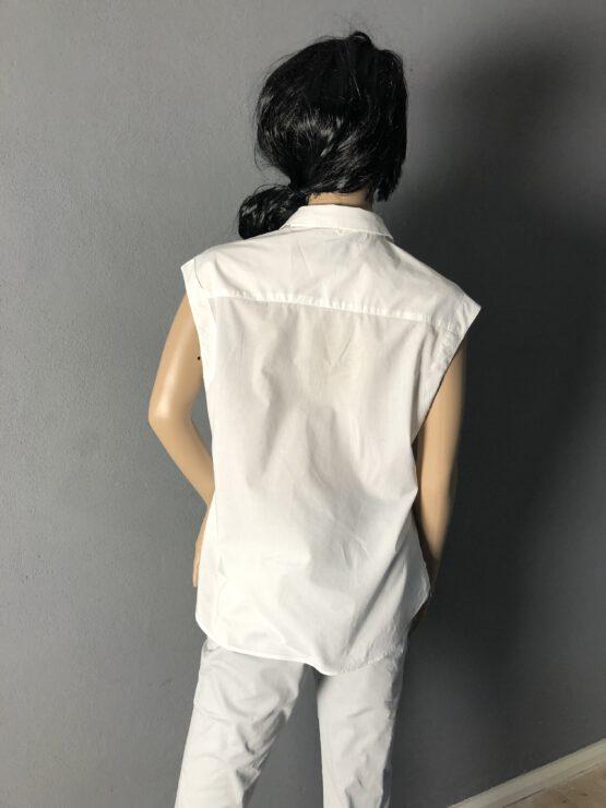 Rückenansicht sommerliche ärmellose Bluse
