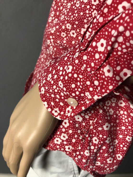 Ärmelabschluss rote Damenbluse