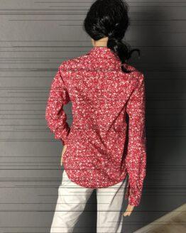 Rückenansicht rote Damenbluse